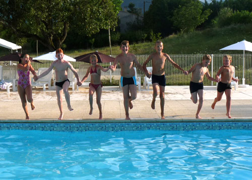 Piscines camping les tuill res for Club piscine cabanon